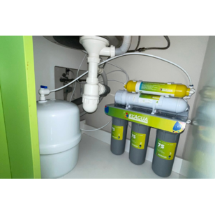 Монтаж системи зворотного осмоса під мийкою