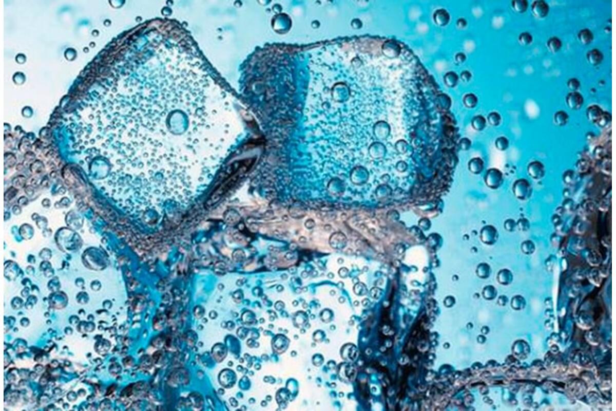 Газована вода в басейні