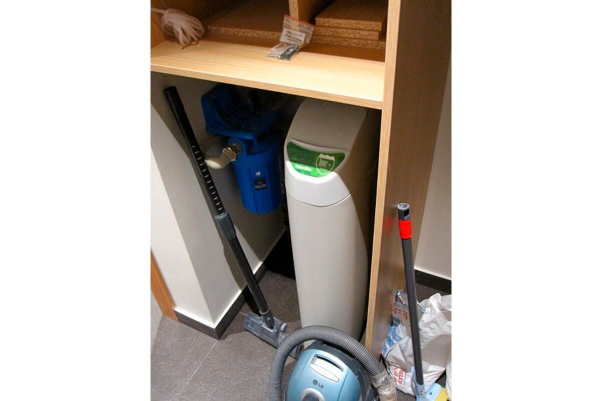 Умягчение воды в квартире. Кабинетная система Compact Denver slim 15